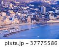 熱海の街並み、朝の光 37775586