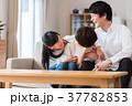 家族 親子 ソファの写真 37782853