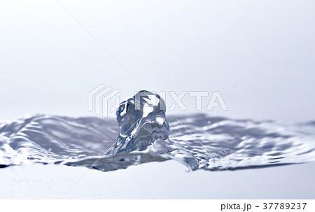 湧き水 37789237