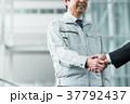 握手 ビジネスマン ビジネスの写真 37792437