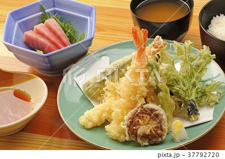 天ぷらと刺身の定食 37792720