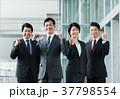 ガッツポーズ ビジネスマン 中高年の写真 37798554