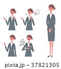女性 スーツ ポーズのイラスト 37821305