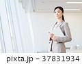 ビジネスウーマン 女性 窓の写真 37831934