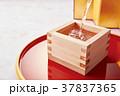 日本酒 枡酒 注ぐの写真 37837365