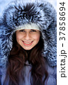 女性 メス 帽子の写真 37858694