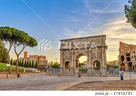 Rome sunrise skyline at Arch of Constantine, Italy 37858785
