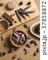 カカオ豆とチョコレート 37858872