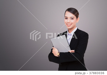 Closeup of woman with tablet 37883036