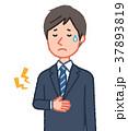 胃のあたりが痛い男性(お腹・上) 37893819