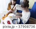 女性 友達 お菓子作りの写真 37908736