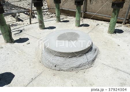 鉄骨柱ベースプレート支持工法はベースモルタルあと詰め中心塗り工法200φ以上3日以上養生 37924304