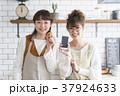 料理をする女性たち 37924633