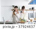 女の子 女性 台所の写真 37924637