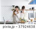 女の子 女性 台所の写真 37924638