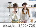 女の子 女性 台所の写真 37924725