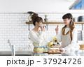 女性 キッチン 台所の写真 37924726