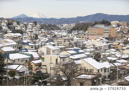 東京都八王子市 冬の富士山と八王子市街 37926730