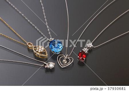 アクセサリー 宝石 ファッション ネックレス おしゃれ ファッション ゴールド 37930681