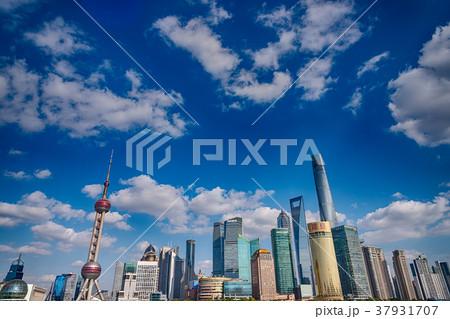 中国・上海の摩天楼 日中 37931707