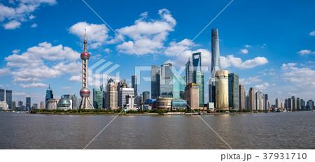 中国・上海の摩天楼 日中 37931710