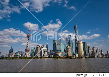 中国・上海の摩天楼 日中 37931713