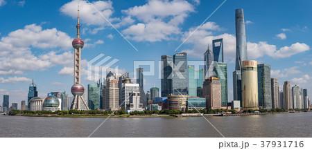 中国・上海の摩天楼 日中 37931716