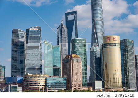 中国・上海の摩天楼 日中 37931719