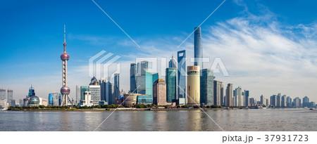 中国・上海の摩天楼 日中 37931723