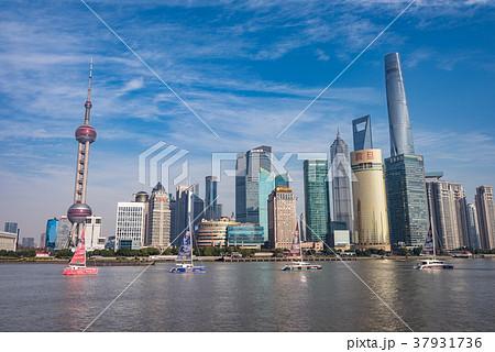中国・上海の摩天楼 日中 37931736