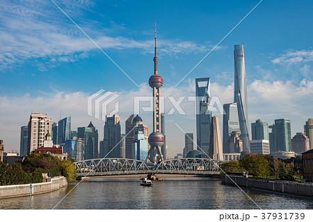 中国・上海の摩天楼 日中 37931739