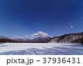 月明かりの奥日光・小田代原から星空と男体山方面の山並み 37936431