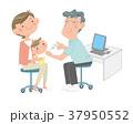 予防接種を受ける、幼児。お母さんと医師。 37950552