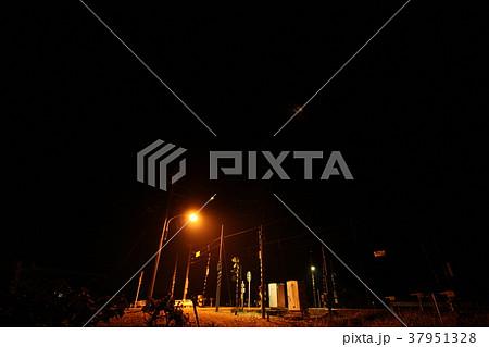 夜の踏み切り あいの風とやま鉄道 37951328