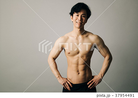 ボディビルダー 筋肉 日本人男性 37954491