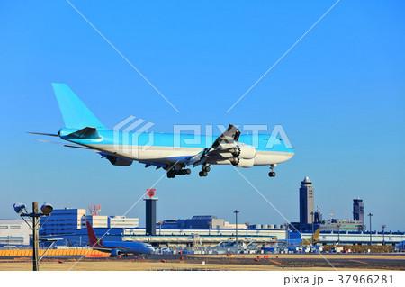 成田に着陸する747 37966281