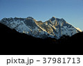 朝日に染まるエベレスト山群 37981713