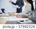 会議 打ち合わせ ビジネスマンの写真 37982326