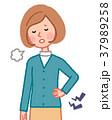 腰が痛い女性 37989258