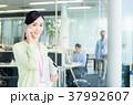 スマホ スマートフォン ビジネスウーマンの写真 37992607
