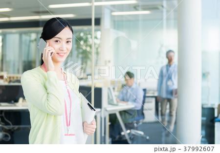 ビジネスウーマン(電話) 37992607
