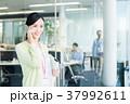 スマホ スマートフォン ビジネスウーマンの写真 37992611