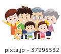 仲良し三世代家族とペットの犬 37995532