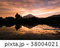 富士山 夕焼け 水田の写真 38004021