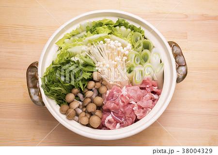 調理前の豚鍋 38004329