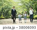 親子 小学生 家族の写真 38006093