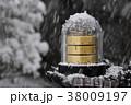 雪の日 屋外での温湿気圧計 38009197