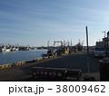 銚子漁港の漁船 38009462