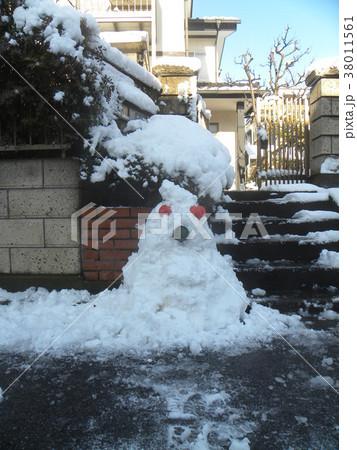 家の前の道の除雪の雪で作った雪達磨 38011561
