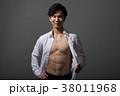 割れた腹筋のアスリート 日本人男性 38011968